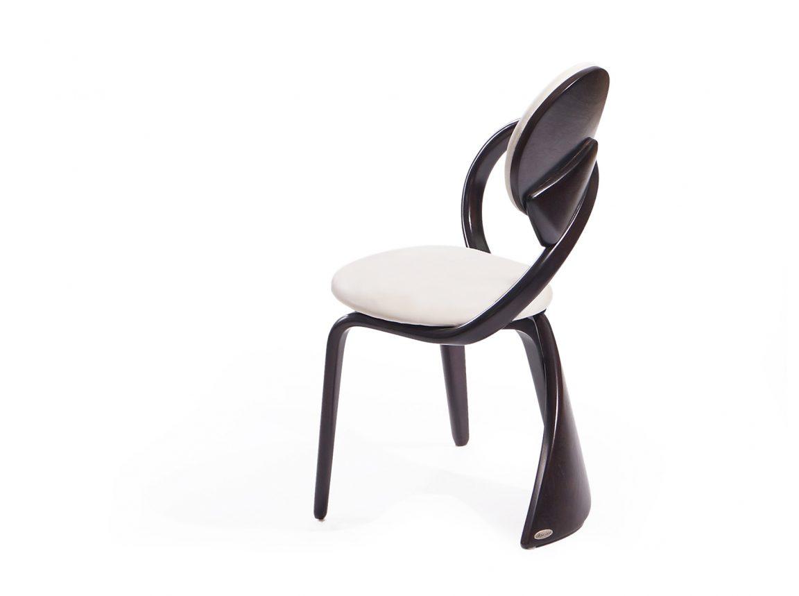 стул с подлокотниками на кухню