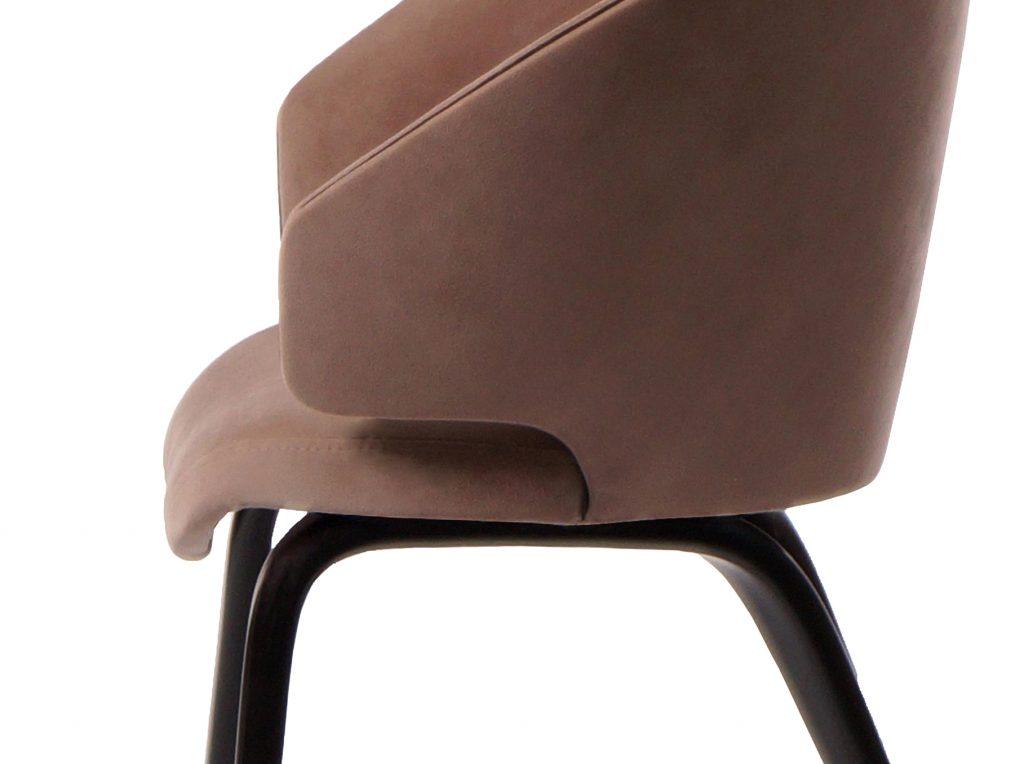 Мягкий стул для кухни кофейного цвета