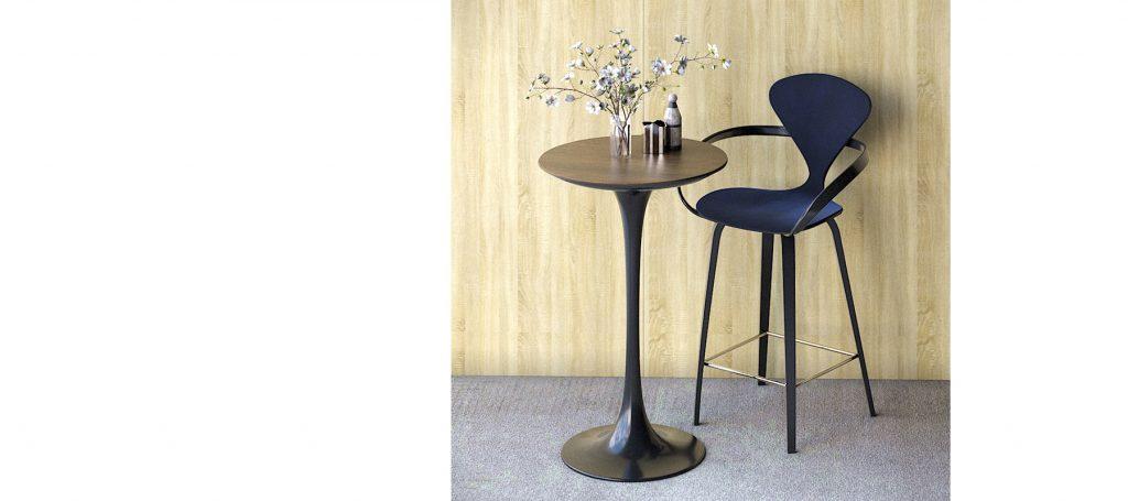 Синий барный стул с подлокотниками и мягкой спинкой