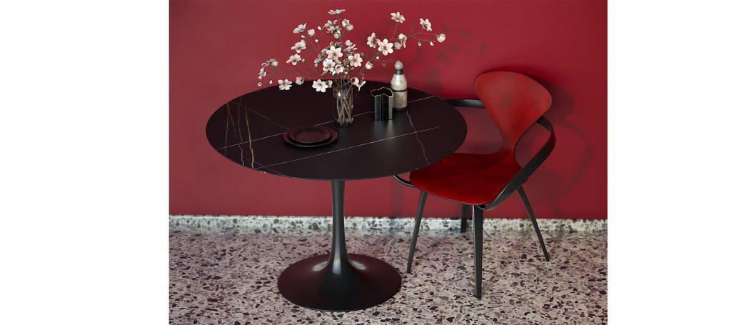 Красный дизайнерский стул с подлокотниками